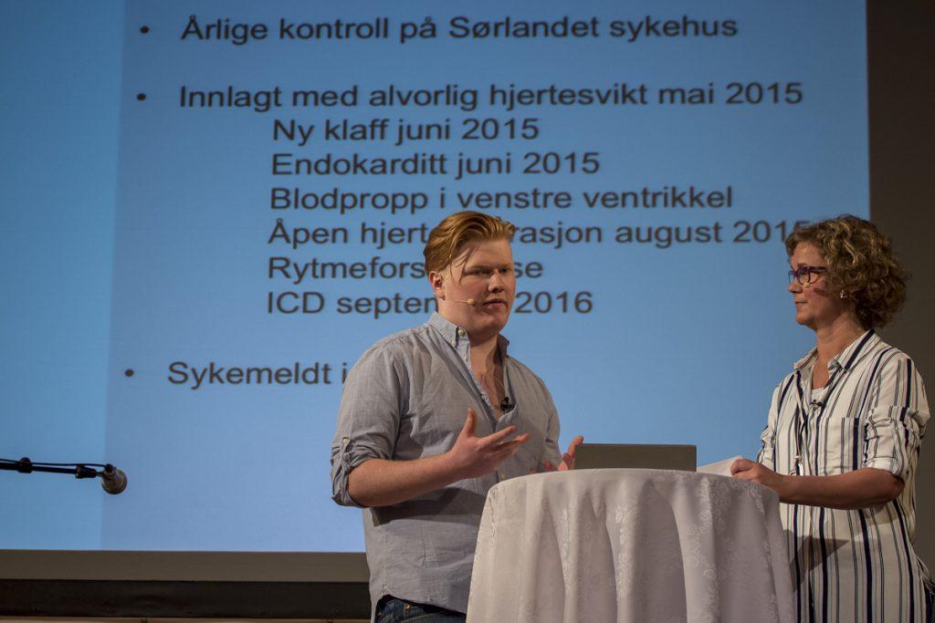 Konferansier Marit Haugdahl (også hun fra VMH) intervjuet Thomas Johnstone (20) om hans erfaringer fra sykehusopphold det siste året.